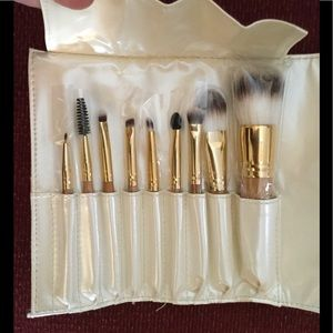 ICING 9 PC MAKEUP BRUSH KIT BAMBOO ROLL UP, NWT